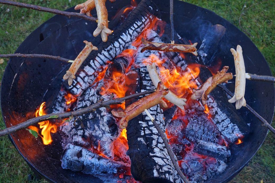 Würtschen grillen mit Feuerschale